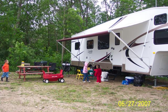 RV sites all have lake view, picnic tables, firepits for the family to enjoy on their family vacation or fishing trip.: Feel the breeze as it blows off the lake ... Listen to the Loons calling in the evening ... watch the sun go down and leave a picturesque sunset for you to cherish ... relax and enjoy of Lake of the Woods in Northwestern Ontario.